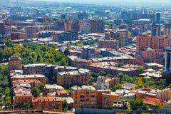 Ereván, Armenia - 26 de septiembre de 2016: Una vista de Ereván del complejo de la cascada en día soleado Imagen de archivo libre de regalías
