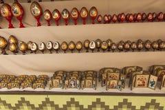 Ereván, Armenia, el 17 de septiembre de 2017: Regalos simbólicos armenios aw Imágenes de archivo libres de regalías