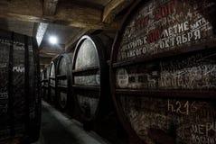 EREVAN, ARMÉNIE - 30 DÉCEMBRE 2016 : Barils en bois de vin âgé à la cave de Brandy Factory Noy Photos libres de droits