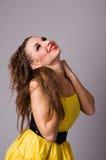 Erfüllte attraktive junge Frau Stockfoto