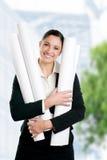 Erfüllter Architekt der jungen Frau lizenzfreie stockbilder