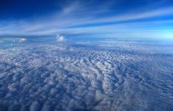 Ovanför moln Arkivfoton