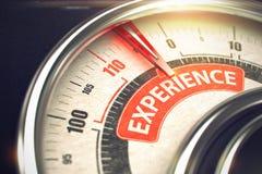 Erfarenhet - text på det begreppsmässiga måttet med den röda visaren 3d Arkivfoton