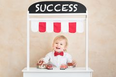 Erfolg, beginnen oben und Gesch?ftsideenkonzept stockfoto