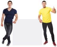 Erfolg der jungen Männer erfolgreiches copyspace vermarktendes leeres leeres Zeichen der Anzeigen-Anzeige lokalisiert auf Weiß stockfotos