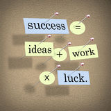 Erfolg entspricht Ideen plus Arbeit mal Glück Stockbilder