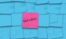 Erfolg geschrieben auf klebrige Anmerkungen Stockbild