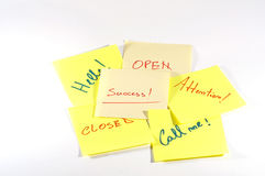 Erfolg und in Verbindung stehende Wörter handgeschrieben auf Post-It Lizenzfreie Stockfotos