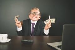 Erfolgreich Jungeneinkommengeld mit bitcoin cryptocurrency Stockbilder