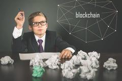 Erfolgreich Jungeneinkommengeld mit bitcoin cryptocurrency Stockfotos