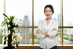 Erfolgreiche asiatische Geschäftsperson stockfotografie