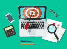 Erfolgreiche Geschäftszielleistungs-Vektorillustration, Laptop mit Ziel und dem Analysieren von Finanzdaten Lizenzfreie Stockfotografie