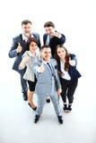 Erfolgreiche junge Geschäftsleute, die sich Daumen zeigen Lizenzfreie Stockbilder