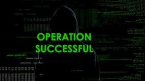 Erfolgreiche Mitteilung der Operation, Hacker überweist Geld auf Offshorekonto stock footage