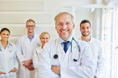 Erfolgreicher Doktor oder Arzt stockbilder