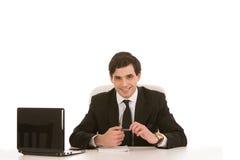 Erfolgreicher Geschäftsmann gesetzt an seinem Schreibtisch Lizenzfreie Stockbilder