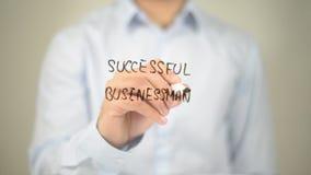 Erfolgreicher Geschäftsmann, Mann-Schreiben auf transparentem Schirm Stockbilder