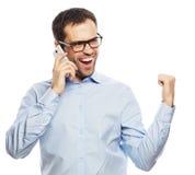 Erfolgreicher gestikulierender Geschäftsmann mit Mobile Stockfotografie