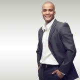 Erfolgreicher junger afrikanischer Geschäftsmann Stockbilder