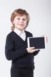 Erfolgreicher junger Mann mit einem Klemmbrettlächeln Lizenzfreies Stockbild
