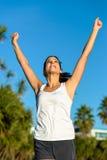 Erfolgreicher laufender Sieg des weiblichen Athleten Lizenzfreies Stockbild