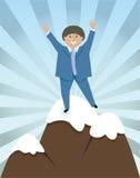 Erfolgreicher Mann erreicht den Gipfel Stockfoto
