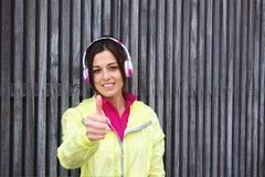 Erfolgreicher städtischer weiblicher Athlet Stockfoto