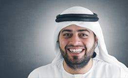 Erfolgreiches arabisches Geschäftsmannlächeln Lizenzfreies Stockbild