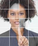 Erfolgreiches Arbeitsgeschäftsfrau-mit Berührungseingabe Bildschirm Stockfoto