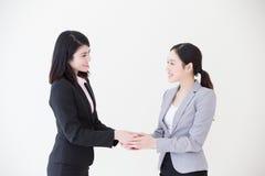 Erfolgsgeschäftsleute rütteln Hände Stockbilder