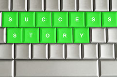 Erfolgsgeschichte buchstabiert auf einer Tastatur stockfoto