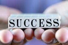 Erfolgswort auf Frauenhand Lizenzfreie Stockfotos