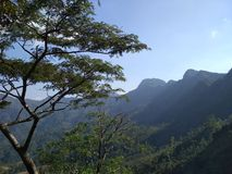 Erforschen Sie die Berge in Indonesien stockfoto