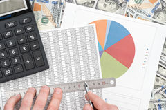 Erforschen Sie die Finanzübersicht Lizenzfreie Stockfotografie