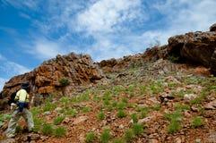 Erforschungs-Geologe auf dem Gebiet - Pilbara - Australien stockbilder