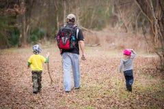 Erforschungsfamilie Lizenzfreie Stockfotos