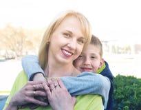Erforschungsstadt der Mutter und des Sohns während des Sightseeing-Tours Lizenzfreies Stockfoto