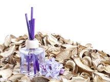 Erfrischungsmittel mit Blumen stockfotos
