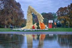 Erfurt, Deutschland 14. Oktober 2016 Zahlen des Schwimmers und des basketballer machten von den Kürbisen stockfotos
