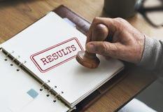 Ergebnisse werten Fortschritts-Ergebnis-Produktivitäts-Konzept aus Stockfoto