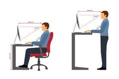 Ergonomía del hombre en el lugar de trabajo ilustración del vector