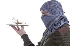 Ergrauender arabischer Mann mit Lampe Stockbild