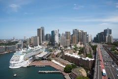 Erhöhte Ansicht über das Kreis-Quay lizenzfreies stockbild