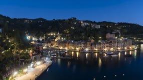 Erhöhte Nachtszene der Ufergegend, Portofino lizenzfreie stockfotografie