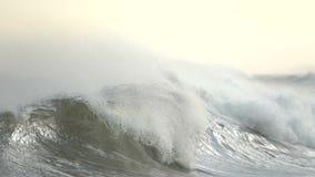 Erhabenes Drama als Kämme einer Welle stock footage