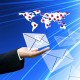 Erhalten Sie das Geld vom elektronischen Geschäftsverkehr Lizenzfreies Stockbild