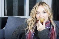 Erhalten Sie Gesundheit von den Früchten! Stockfotografie