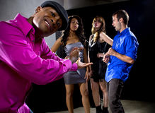 Erhalten zurückgewiesen durch Mädchen am Nachtklub stockfotografie