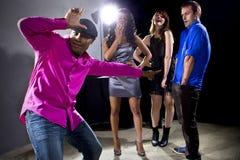 Erhalten zurückgewiesen durch Mädchen am Nachtklub stockfoto