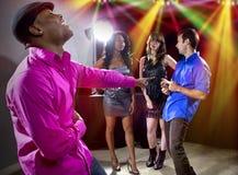 Erhalten zurückgewiesen durch Mädchen am Nachtklub lizenzfreie stockfotos